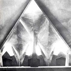 Iglesia de la Medalla de la Virgen Milagrosa, Ixcateopan 78 y Matías Romero, Col. Vertiz Narvarte, México, DF 1955    Arqs. Pedro Fernández Miret y Félix Candela    Foto. LolaÁlvarez Bravo