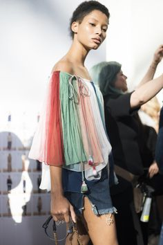 Chloé Spring 2016 Ready-to-Wear Beauty Photos - Paris Fashion Week backstage  Photo: Michele Morosi / Indigitalimages.com