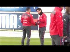 El noble gesto de Alexis Sanchez regala Guayos de futbol a un joven