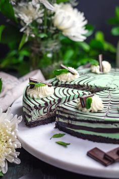 No-Bake Mint Chocolate Zebra Cheesecake - Torten Brownie Desserts, Oreo Dessert, Bon Dessert, Mini Desserts, Cinnamon Desserts, Pumpkin Dessert, Brownie Recipes, Menta Chocolate, Chocolate Chip Ice Cream