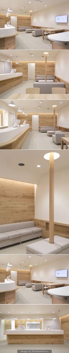 Fuji Pharmacy by Hiroyuki Ogawa Architects , Japan. Clinic Interior Design, Clinic Design, Healthcare Design, Pharmacy Design, Dental Office Design, Cabinet Medical, Hospital Room, Hospital Design, Commercial Design