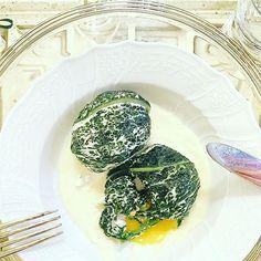 Sorprese di cavolo nero (œufs pochées) su fonduta di bouche #food #foodie #foodporn #onthetableproject #onthetable #instalallegra #instacool #jj_emotional #jj_forum_0990 #cavoliamerenda
