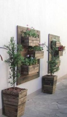 Creative DIY Wooden Wall Planter Ideas To Inspiring Your Home Decor - Diy Wooden Wall, Palette Deco, Small Front Yard Landscaping, Garden Landscaping, Landscaping Ideas, Vertical Garden Design, Vertical Gardens, Pinterest Garden, Pallets Garden