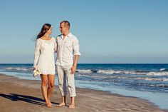 Wedding tips. Brides think of having the ideal wedding day, however for this they require the perfect wedding dress, with the bridesmaid's dresses actually complimenting the brides-to-be dress. These are a variety of tips on wedding dresses. Wedding Advice, Wedding Bride, Wedding Day, Wedding Beach, Wedding Ceremony, Waterfront Wedding, Bride Groom, Summer Wedding, Wedding Venues
