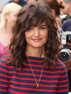 15 lockige Frisuren mit Pony – lange Frisuren 2016 – 2017 15 Curly Hairstyles with Bangs – Long Hairstyles 2016 – 2017 - Unique Long Hairstyles Ideas Cute Hairstyles For Medium Hair, Curly Hair With Bangs, Haircuts With Bangs, Long Wavy Hair, Cut My Hair, Haircut Medium, Vintage Hairstyles, Top Hairstyles, Layered Haircuts