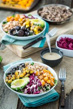 Roasted Rainbow Winter Bowl with Lemon Tahini Sauce is just your basic cozy bowl of deliciousness! Real Food Recipes, Vegetarian Recipes, Healthy Recipes, Easy Recipes, Clean Eating, Healthy Eating, Frijoles, Natural, Salad Recipes