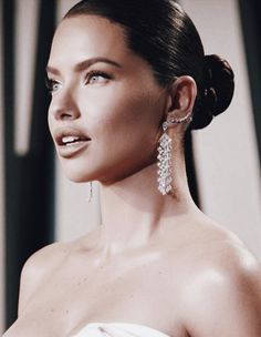 Makeup Looks For Green Eyes, Pretty Makeup Looks, Claudia Schiffer, Irina Shayk, Top Models, Kendall Jenner Tumblr, Sleek Updo, New Years Eve Makeup, Stunning Makeup
