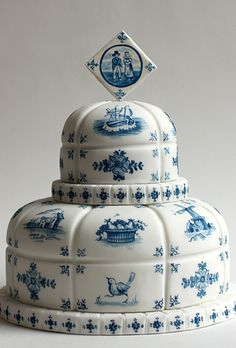 a stunning china pattern-inspired cake. the scenes painted onto this totally unique 'baked ideas' wedding cake depict all seasons, but we like envisioning the shades of blue and white as part of a vintage-inspired winter wedding Unique Wedding Cakes, Unique Cakes, Beautiful Wedding Cakes, Gorgeous Cakes, Pretty Cakes, Amazing Cakes, Cake Wedding, Dresser La Table, Bolo Cake