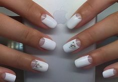 Top Nail Art Designs und Ideen 2017 Nail art designs tend to look good when done with precision. If you need to do any design yourself, then opt for simple nail art and go to the salon for complex themes. With the different types of nail designs available Best Nail Art Designs, Winter Nail Designs, Toe Nail Art, Easy Nail Art, Different Types Of Nails, Bridal Nails, Wedding Nails, Wedding Makeup, Simple Nails