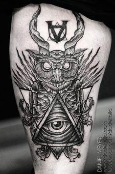 Tatuagem Coxa Dotwork Deus Coruja por Leitbild