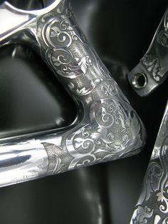 Velo Vintage, Vintage Bicycles, Gravure Metal, Bicycle Garage, Bicycle Pictures, Titanium Bike, Paint Bike, Retro Bicycle, Push Bikes