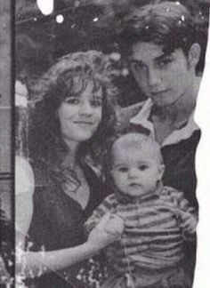 baby Justin w/ his parents: mom, Pattie Mallette & dad, Jeremy Bieber in 1994 Justin Bieber Baby, Justin Baby, Justin Photos, Justin Bieber Pictures, Justin Bieber Selfies, Pamela Tiffin, Pattie Mallette, Baby Pictures, I Love Him