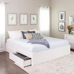 King Select 4 - Post Platform Bed with 4 Drawers White - Prepac - dekoration White Platform Bed, Platform Bed With Storage, Platform Beds, Raised Bed Frame, Bedroom Furniture, Bedroom Decor, Bedroom Ideas, Master Bedroom, White Furniture