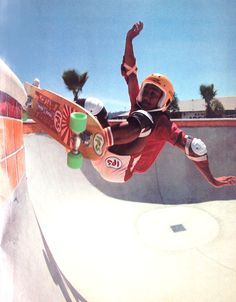 Tom 'Wally' Inouye, Del Mar Skatepark Kidney Pool, 1978 #skateboarding Old School Skateboards, Vintage Skateboards, Cool Skateboards, Skate Photos, Skateboard Pictures, Skateboard Art, New Skate, Skate Surf, Skate And Destroy