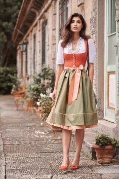 Quirky Fashion, Aesthetic Fashion, Vintage Fashion, Drindl Dress, Vintage Dresses, Vintage Outfits, Oktoberfest Outfit, Traditional Dresses, Couture