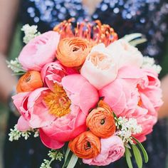 Incredible. Via @hopeandlace #flowers #bouquet #stunning #wedding