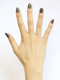 Olive green is the perfect classic color…yet on your fingertips it's so unexpectedly glam! Winter Nails, Spring Nails, Summer Nails, Holiday Nails, Christmas Nails, Vernis Semi Permanent, Gel Polish Colors, Accent Nails, Nail Art Galleries
