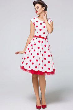Nádherné šaty jako stvořené na svatby, zahradní oslavy, párty či krásné letní dny. Bílý podklad s červenými puntíky a perfektní střih to jsou hlavní trumfy těchto krásek. Pohodlný střih s lodičkovým výstřihem, krátkým rukávkem, zapínáním na zadní straně na skrytý zip, materiál 67% polyester, 30% viskóza, 3% elastan. Šaty jsou o něco menší, doporučujeme spíše o číslo větší velikost. Party, Vintage, Style, Fashion, Swag, Moda, Fashion Styles, Parties, Vintage Comics