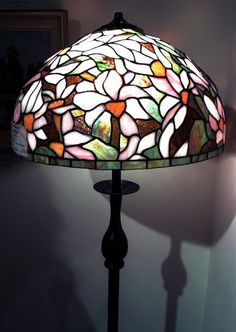 Beautiful Tiffany Lamp (stained glass)