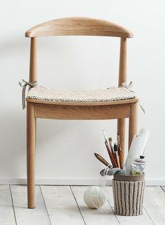 Cat. 13/14 - #843 - Chair cushion