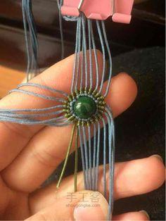 慧馨 第7步 Rakhi Bracelet, Macrame Tutorial, Paracord, Jewels, Learning Resources, Armband, Sewing, Manualidades, Jewelry