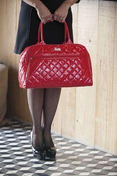 Elegante y práctico bolso maternal para guardar todo las cositas de tu bebé sin perder estilo! ;)