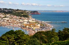 English courses for parents and children (family program) in Teignmouth - Cursos de inglés para padres e hijos - Pet Friendly Holidays, Best Holiday Destinations, English Course, Staycation, Seaside, City Photo, Dolores Park, Places To Visit, River