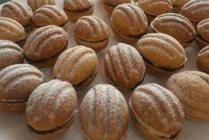 Salkové_oříšky Christmas Sweets, Christmas Baking, Christmas Cookies, Czech Recipes, Healthy Cake, Four, No Bake Cake, Food Hacks, Sweet Recipes