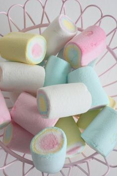 Marshmallows in pastel colors. Soft Colors, Pastel Colors, Colours, Bonbons Pastel, Bonbon Caramel, Paletas Chocolate, Pastel Candy, Rainbow Food, Rainbow Pastel