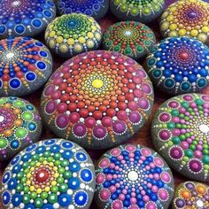 Adorable Awesome DIY Rock Painting Ideas : 45+ Best Inspirations https://decoor.net/awesome-diy-rock-painting-ideas-45-best-inspirations-1952/