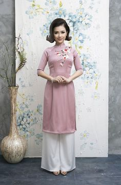 Dương Hoàng Yến diện áo dài điệu đà đón Xuân ảnh 6