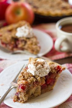 Chai-spiced apple chunks and cranberries are sprinkled with crumble topping and baked up in a flaky crust to make this decadent and delicious holiday pie. Pie Recipes, Baking Recipes, Sweet Recipes, Dessert Recipes, Baking Ideas, Dessert Ideas, Vegan Recipes, Apple Cranberry Pie, Apple Pie