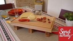 Tagliere con coltelleria da tavolo