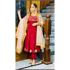 Silk Kurti Designs, Patiala Suit Designs, Kurti Designs Party Wear, Bridal Suits Punjabi, Punjabi Suits Party Wear, Punjabi Suits Designer Boutique, Indian Designer Suits, Indian Suits, Beautiful Dress Designs
