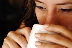 Tome um chá de banana e canela uma hora antes de dormir e veja o que acontece!