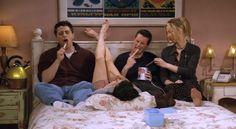 """""""Friends"""" is actually the best show ever, but that doesn't mean it was completely perfect. Check out these """"Friends"""" errors that left all puzzled as hell. Friends Tv Show, Tv: Friends, Serie Friends, Friends Cast, Friends Moments, Friends Forever, Funny Friends, Phoebe Friends Quotes, Chandler Friends"""