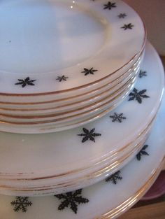Pyrex snow flake plates OMG they made these??????