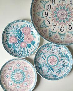 Dot Art Painting, Ceramic Painting, Stone Painting, Ceramic Art, Ceramic Plates, Ceramic Pottery, Decorative Plates, Pottery Painting Designs, Paint Designs