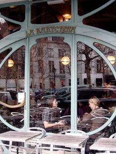 Brussels  Cafe, Le Perroquet ~ Rue Watteau 31 (also in Sablon area)