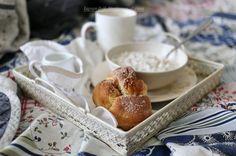 И ещё соблазнительные булочки с корицей. На завтрак. К чаю, к кофе... Детям с собой в школу. ;) Рецепт + фото