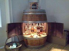 Weinfass Bar mit Flügeltüren