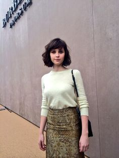 felicity jones x burberry Vintage Hairstyles, Hairstyles With Bangs, Cool Hairstyles, Hair Inspiration, Hair Inspo, Retro Updo, Good Hair Day, Cut And Style, Her Hair