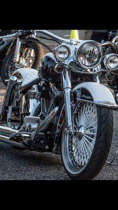 Harley Davidson Chopper, Harley Davidson Motorcycles, Custom Motorcycles, Softail Bobber, Harley Softail, Bsa Motorcycle, Motorcycle Style, Custom Street Bikes, Custom Bikes