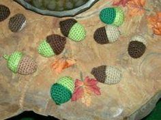 2000 Free Amigurumi Patterns: Acorns Crochet Pattern (in German only) Amigurumi Patterns, Crochet Patterns, Sweet Little Things, Fruit Pattern, A Hook, Crochet Animals, Acorn, Crochet Flowers, Free Crochet