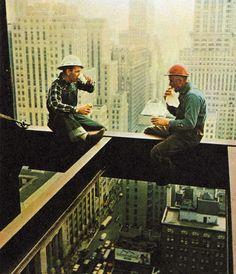 Almuerzo sobre Manhattan - 1956 Fuente: rogerwilkerson