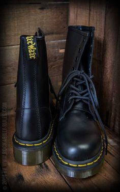 Dr Martens-Stiefel-8 Loch-Last Black - Boots, shoes, clothing and accessoires for men and women