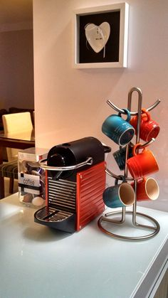 Coffee Bar Ideas - Looking for some coffee bar ideas? Here you'll find home coffee bar, DIY coffee bar, and kitchen coffee station. Coffee Bar Home, Coffee Corner, Coffee Shop, Coffee Maker, Cafe Bar, Coin Café, Coffee Bar Station, Coffee Carts, Decoration