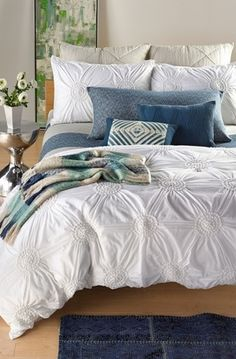 This white and blue bedding collection looks so fresh.