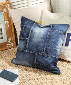 Pillows For Stomach Sleepers Diy Jeans, Love Jeans, Jean Crafts, Denim Crafts, Sewing Pillows, Diy Pillows, Artisanats Denim, Blue Jean Quilts, Fashion Tips For Girls