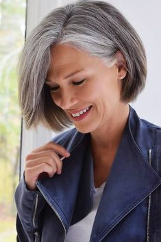 Chin Length Bob ❤ Popular short haircuts for older women come in different styles and forms and look very attractive, stylish and beatiful. Short Grey Hair, Short Hair Older Women, Haircut For Older Women, Short Hair Cuts, Grey Hair Bob, Grey Hair Over 50, Stylish Older Women, Bob Hairstyles For Thick, Mom Hairstyles